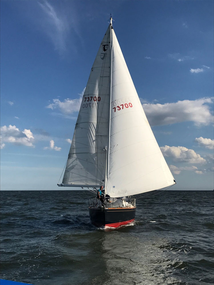 Amara wing on wing in the Delaware Bay