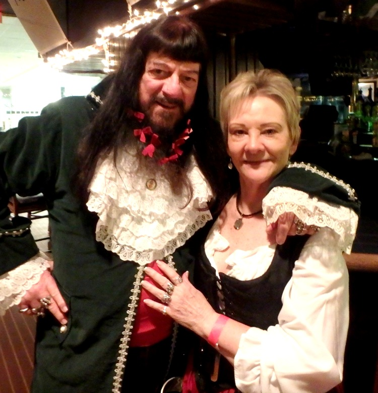 Back at the hotel bar, we found BLACKBEARD, who's beheading was on tap for the next day at the Blackbeard Pirate Fest!!!