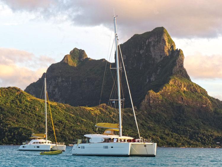 Charter sailing in Bora Bora