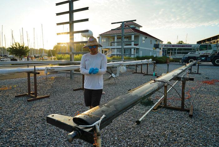 Sanding Hermes's carbon fiber mast