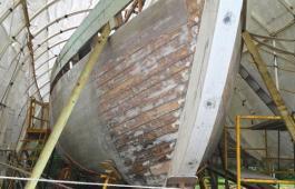 Construction of an 18th century Bermuda sloop named Luna.